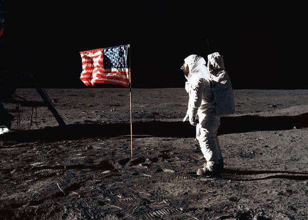 moon-flag-645