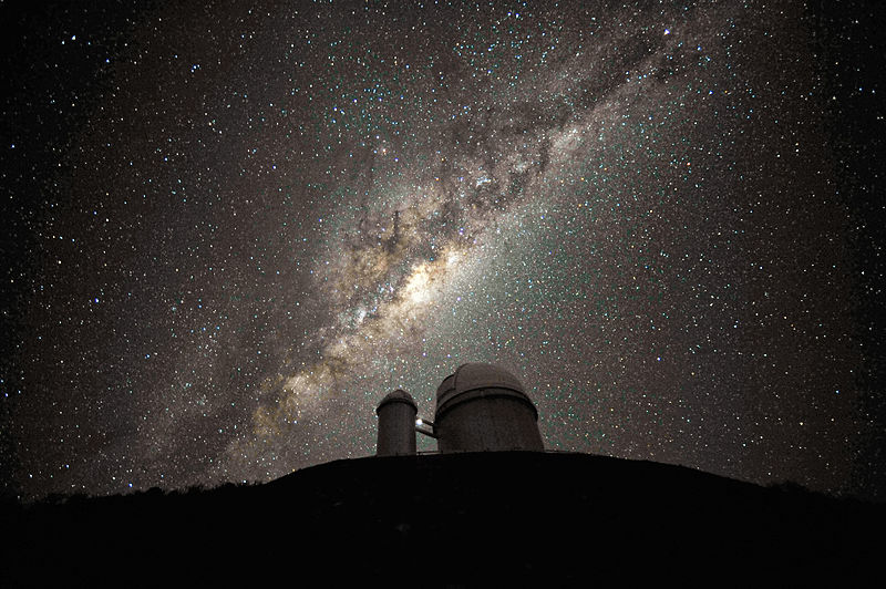 800px-the_galactic_centre_and_bulge_above_the_eso_3-6-metre_telescope